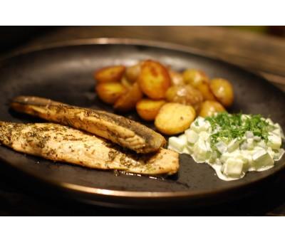 Филе дорадо с бэби-картофелем и огуречным тар-таром