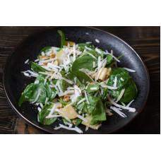 Салат с шпинатом и козьим сыром